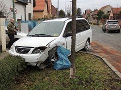 Při nehodě v Unhošti byla zraněna řidička. Foto: Marek Procházka
