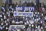Poslední rozloučení kladenských fanoušků se zemřelým Eduardem Novákem se odehrálo při zápase Kladno - Sparta