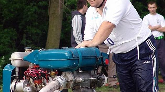 Tradiční Dědkiádu uspořádají velvarští dobrovolníci v polovině září u Malovarského rybníka.