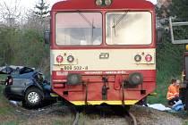 Kolize s vlakem  bývá pro lidi často poslední cestou. Řada nehod, které se stanou na přejezdech, končí smrtí.