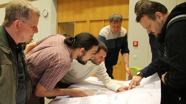 První veřejné setkání veřejnosti nad územním plánem v kladenském Kokosu.