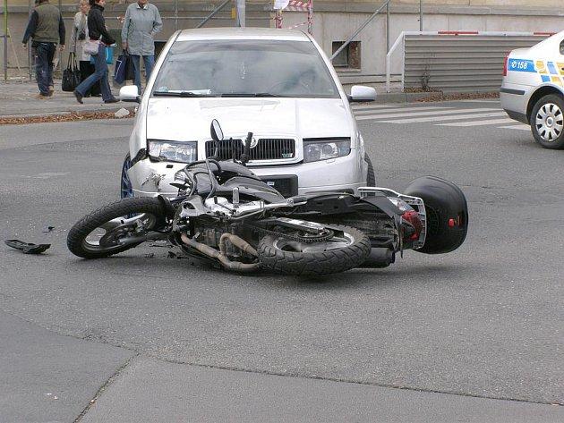 Nehoda se stala na křižovatce u kladenského gymnázia