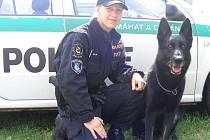 Služební pes Faki je hrozbou zlodějů. Má na zločin prostě čich a s nikým se nepáře.