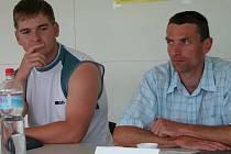Kladivář Michal Fiala (vlevo) se vrátil do kladenského dresu, v Ostravě má naději na medaili.