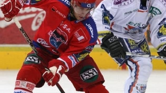 Milan Gulaš (vlevo) zatím svůj bývalý tým hodně trápí, zatímco Davida Hájka od čtvrtku trápí zranění svalu.