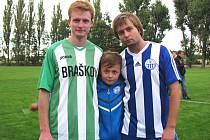Proti sobě si zahráli poprvé v mužích nejstarší bratr Jan Hrubý (nyní Braškov) s prostředním Davidem. Chybět nemohl ani talentovaný benjamínek Matouš.