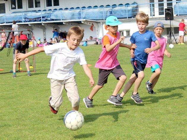 Více než 400 dětí z několika kladenských škol se zúčastnilo náboru SK Kladno.