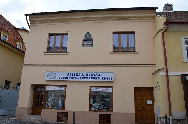 8. zastavení – Kynského ulice č.p. 104.Vtomto domě se narodil Dominik František Kynský.