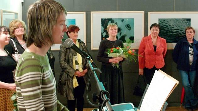 Vernisáž výstavy fotografií Jiřiny Hankeové v Lánech.