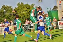 Hostouň (v zeleném) přemohla doma silné Velvary 3:2 po penaltách.