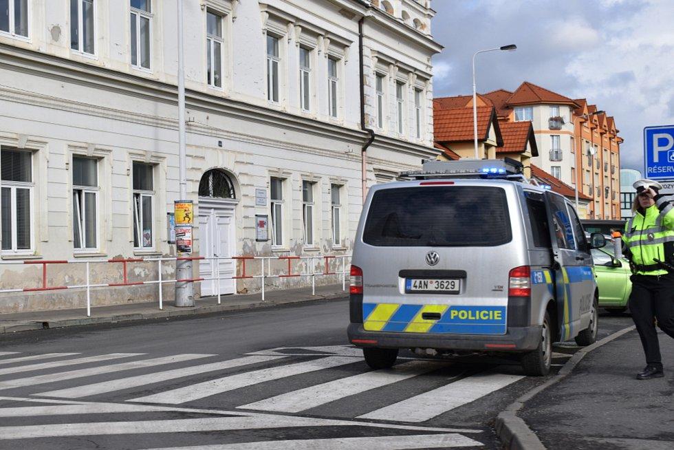 V Kladně ve Vašatově ulici srazilo auto chodce.