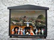 Oldřich Čech z Dřínova se vyrostl v regionu řezbářství zaslíbeném. Tomuto vlastním povoláním truhláři učarovalo vyřezávání tradičních králických figurek.