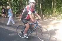 Po nocé cyklostezce projedou denně stovky cyklistů.