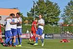 Slaný (v bílém) přehrálo 1:0 Libušín a poslalo ho o soutěž níž.