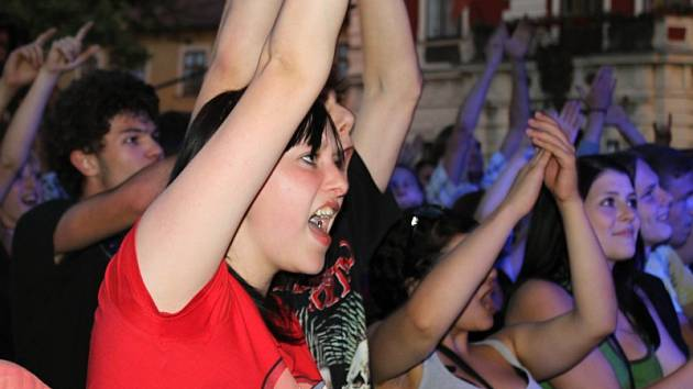 Slánský tuplák 2012, fanoušci při koncertě kapely Totální nasazení