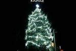 Vánoční strom v obci Knovíz.