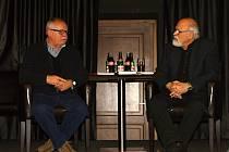 Křest nové knihy o Slaném - autor Libor Dobner. (vlevo). Akce se konala ve slánském Dividýlku v Hotelu Hejtmanský dvůr 19. ledna 2017