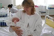 Hrdá maminka Jarmila Lukavská se svou pár hodin starou dcerou Michaelou.