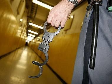 Policistovi, který kradl v kladenské sběrně hrozí až dva roky vězení