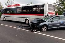 Nehoda tří vozidel a autobusu u Buštěhradu
