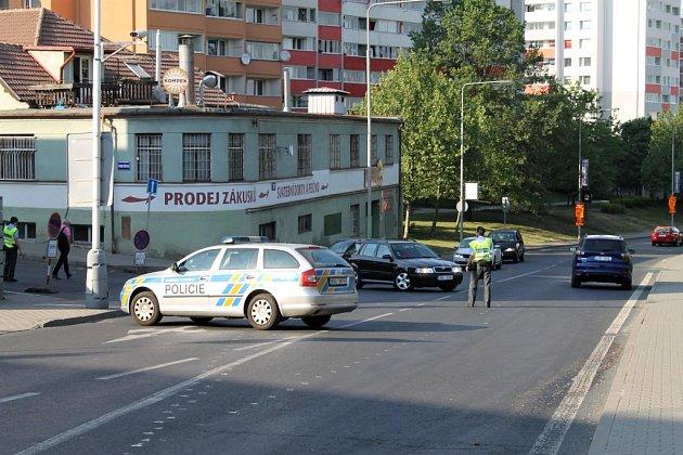 Nehoda cyklistky s autem v Kladně na křižovatce