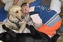 Canisterapie dokáže pomoci handicapovaným, ale také zdravým lidem všeho věku.