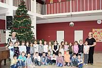 Žáci I. A ze 14. ZŠ Kladno pod vedením třídní učitelky Miluše Janusové a s asistentkou pedagoga Petrou Kohoutovou.