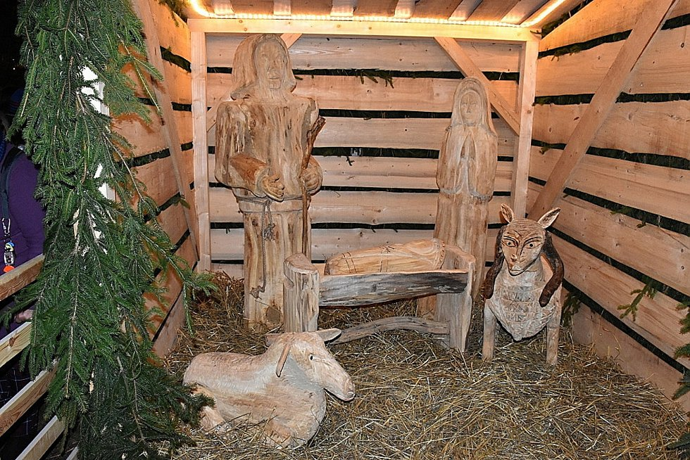 Slaný při rozsvěcení vánočního stromu představilo nový betlém.