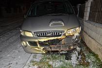 Ve Svinařově bylo od požáru tří kontejnerů poškozeno i auto