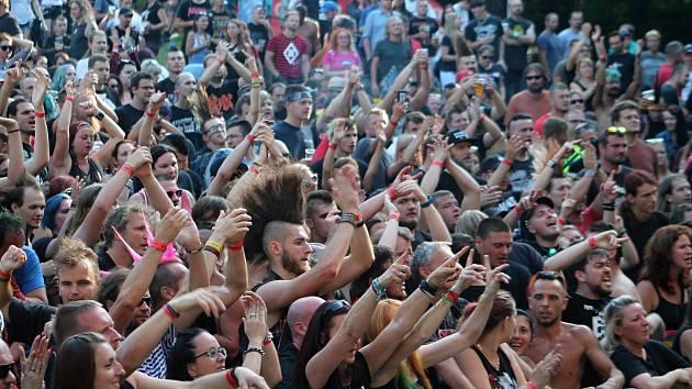 První den 20. ročníku slánského hudebního festivalu Valník.