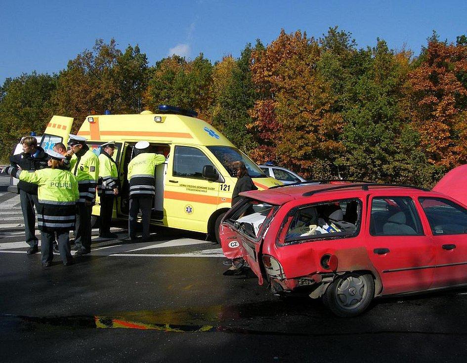Dopravní nehoda mezi Kladnem a Buštěhradem.