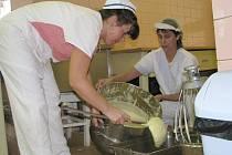 Vedoucí slánské jídelny byla převedena na jinou funkci. Výběrové řízení rozhodne o jejím nástupci.