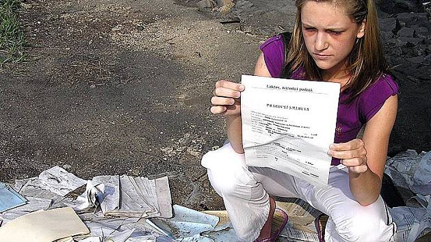 Černou skládku s citlivými údaji objevila počátkem června studentka Olga Pípalová. Když se podívala, jaké informace listiny obsahují, nestačila se divit.