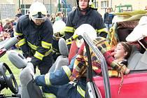 Cvičení se zúčastnili profesionální hasiči z Kladna a dobrovolníci ze Hřebče.