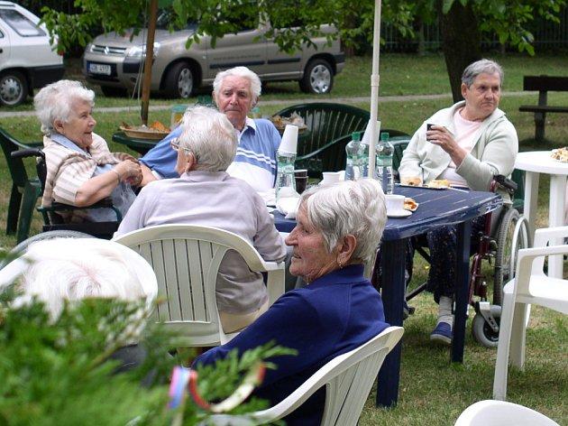 Kvůli chystané výstavbě nového pavilonu v Domově pro seniory v ulici Fr. Kloze v Kladně by tu již příští rok mělo najít bydlení dalších šedesát až osmdesát seniorů.