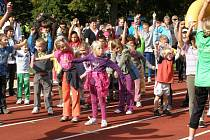 Děti se bavily atletikou.
