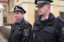 Všechny hlídky Městské policie Kladno budou nyní vybaveny novými minikamerami. Pořízení záznamu jejich prostřednictvím je velmi jednoduché.
