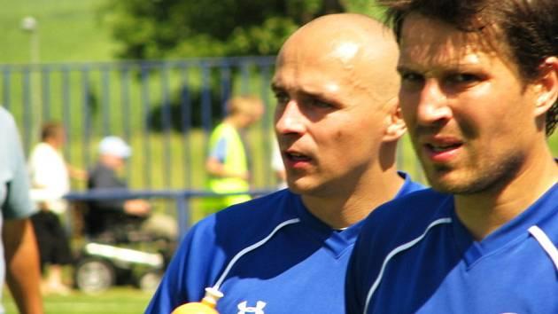 Velká Dobrá (v modrém) porazila Slaný 2:0. Polák s Bílkem jsou spokojeni.