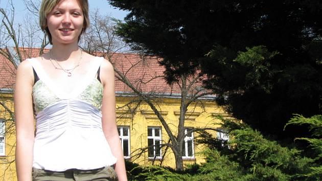 Radka Vondrová studuje SOŠ a SOU v Kladně třetím rokem. Díky tomu, že vyhrála v internetové soutěži, pojede celá třída do Štrasburku.
