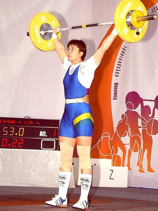 Jitka Štolfová z Kladna sbírá ve svém věku evropské a  světové medaile  za vzpírání.