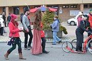 Masopustní průvod si užili také obyvatelé Stochova.