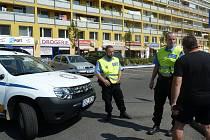 Anonym nahlásil bombu ve dvou kladenských bankách. Snímky z Italské ulice v Kladně