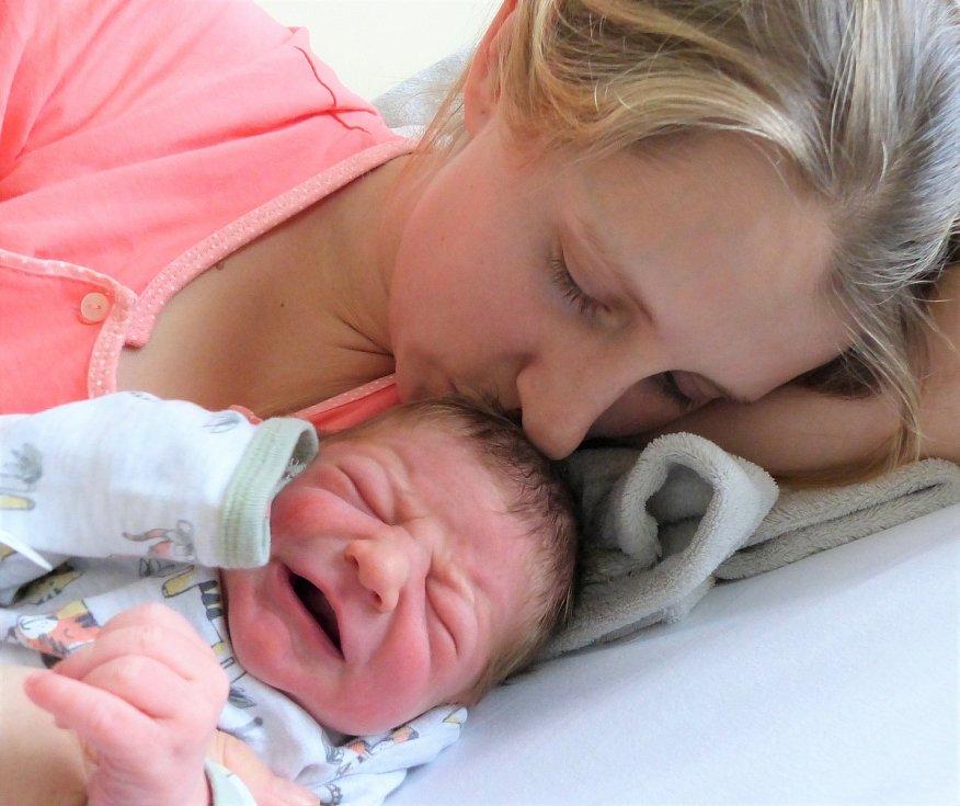 Maxmilian Kytka se narodil 9. ledna 2021 v kolínské porodnici, vážil 3400 g a měřil 48 cm. V Polních Chrčicích se z něj těší sestřička Magdalena (2) a rodiče Dominika a Filip.