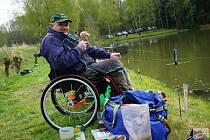 Rybáři na vozíku se dočkají na Kladensku nového místa k rybolovu