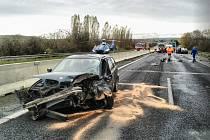 Řidič Peugeotu nehodu nepřežil.