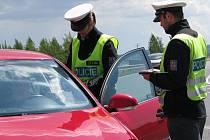 POLICISTÉ kontrolovali hlavně to, zda nemají řidiči v krvi alkohol nebo návykové látky.