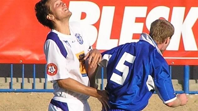 Po čtyř stech devadesáti minutách utnul kapitán Lukáš Killar (vlevo) střelecké trápení Kladna. Jeho gól ve 2. minutě značil výhru 1:0 na hřišti Slovácka a téměř jistou záchranu nováčka.