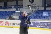 Přestože Jaromír Jágr v pátek trénoval s týmem Rytířů, k sobotnímu zápasu nenastoupí.