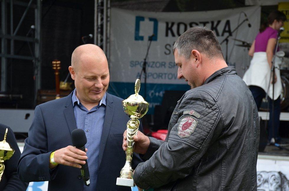 Spanilá jízda veteránů projela Kladenskem i Rakovnickem.