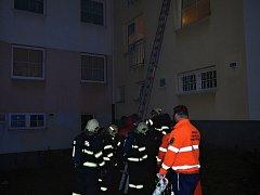 Štředrovečerní požár v Kladně v bytovém domě v ulici V. Lany